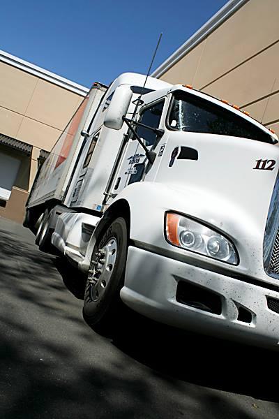 Len Dubois Trucking in Tacoma, WA